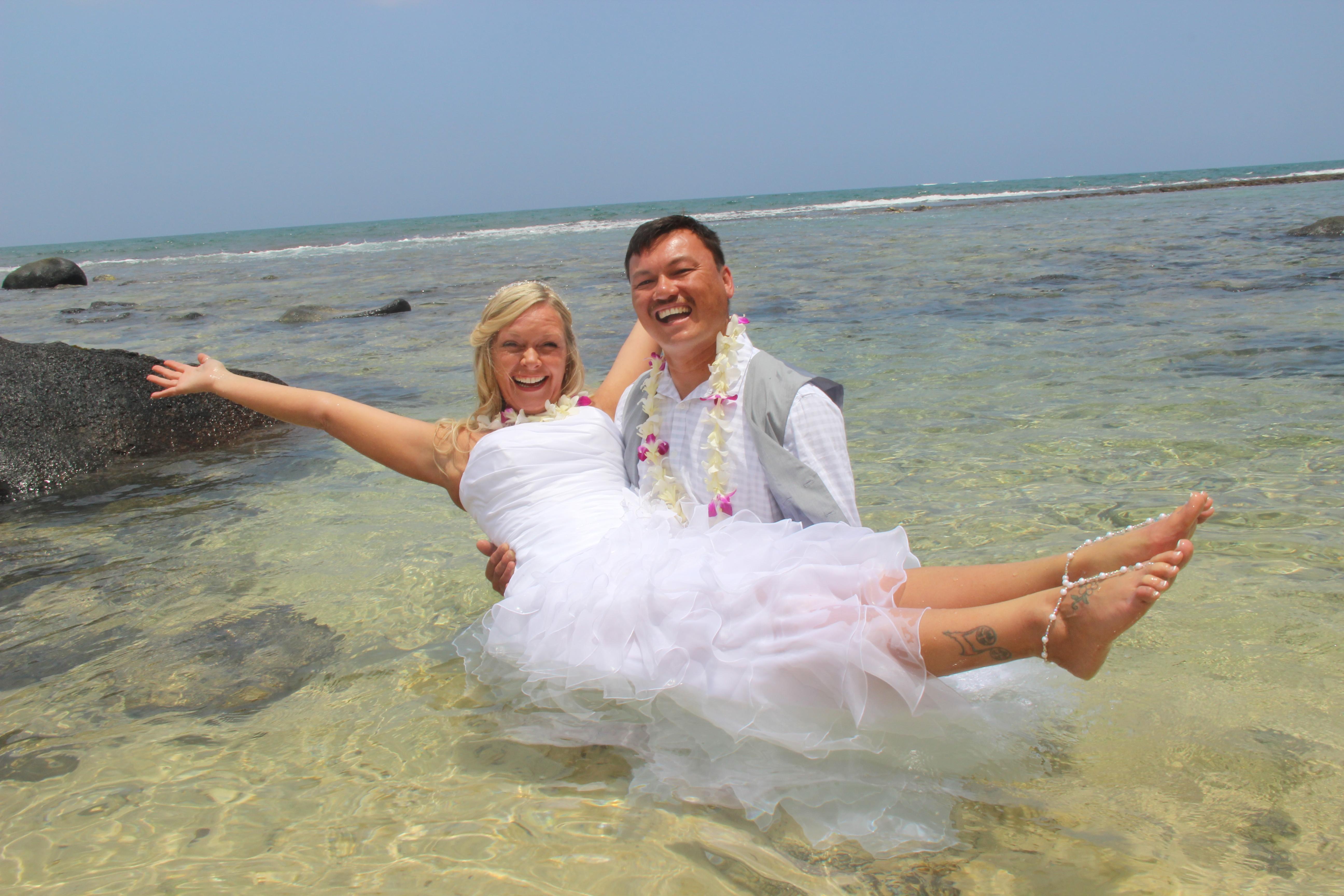 7efa35b0d3 Maui Vow Renewals couple Trash the Dress at Makena Cove - Cheap Maui ...